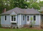 Foreclosed Home en N POLE AVE, Moosup, CT - 06354