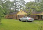 Foreclosed Home en CHARLES ST, Moss Point, MS - 39563