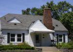 Foreclosed Home en PINECREST DR, Ferndale, MI - 48220