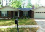 Foreclosed Home en PARC CHARLENE DR, Florissant, MO - 63033