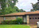 Foreclosed Home en FOLSOM DR, Beaumont, TX - 77706