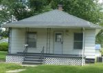 Foreclosed Home en N VOLLINTINE AVE, Taylorville, IL - 62568