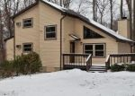Foreclosed Home en HIDDEN LN, Tobyhanna, PA - 18466