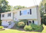Foreclosed Home en NORMANDY DR, Waterbury, CT - 06705