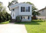 Foreclosed Home en OVERHILL RD, Glen Burnie, MD - 21060