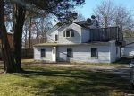 Foreclosed Home en FORREST AVE, Shirley, NY - 11967