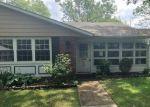Foreclosed Home en LAKE POINT DR, Lakewood, NJ - 08701