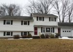 Foreclosed Home en HILLTOP RD, Plainville, CT - 06062