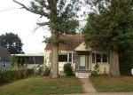 Foreclosed Home en MAXWELL DR, Trenton, NJ - 08610