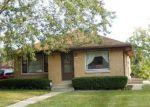 Foreclosed Home en W VILLARD AVE, Milwaukee, WI - 53225