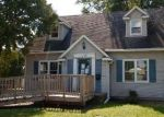 Foreclosed Home in BERKSHIRE RD, Waterloo, IA - 50701