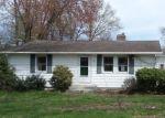 Foreclosed Home en JOBS HILL RD, Ellington, CT - 06029