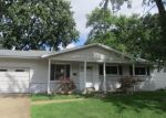 Foreclosed Home en CANDLE LIGHT LN, Hazelwood, MO - 63042