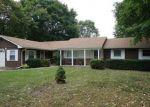 Foreclosed Home en RONALD ST, Romulus, MI - 48174