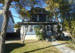 Foreclosed Home en S 8TH AVE, West Bend, WI - 53095