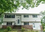 Foreclosed Home en TALL OAKS RD, Somerset, NJ - 08873