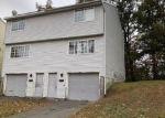 Foreclosed Home en SUMAC ST, Waterbury, CT - 06704
