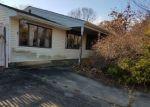 Foreclosed Home en RUBY DR, Toms River, NJ - 08753