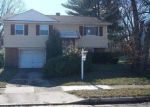 Foreclosed Home en RHEIMS RD, Windsor Mill, MD - 21244