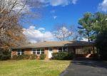 Foreclosed Home en CLOVER RD, Hurt, VA - 24563