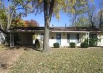 Foreclosed Home en SARATOGA LN, Hazelwood, MO - 63042
