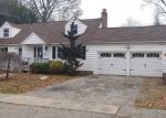 Foreclosed Home en BURBANK DR, Stratford, CT - 06614