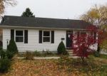 Foreclosed Home en MAPLE ST, Moosup, CT - 06354