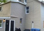 Foreclosed Home en LONG HILL RD, Waterbury, CT - 06704