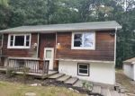 Foreclosed Home en PALMETTO DR, Milford, PA - 18337