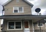 Foreclosed Home en PETTIT ST, Dickson City, PA - 18519