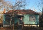 Foreclosed Home en OLIVE LN, Shirley, NY - 11967