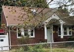 Foreclosed Home en NUGENT AVE, Bay Shore, NY - 11706