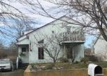 Foreclosed Home en LOMBARDY DR, Shirley, NY - 11967