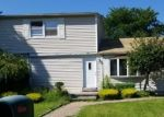 Foreclosed Home en BRENTWOOD ST, Bay Shore, NY - 11706