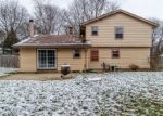 Foreclosed Home en CANTERBURY LN, Waukesha, WI - 53188