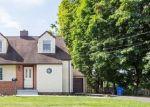 Foreclosed Home en PINEHURST ST, Trumbull, CT - 06611