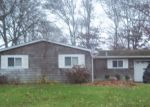 Foreclosed Home en CHANEL DR E, Shirley, NY - 11967