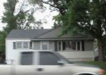 Foreclosed Home en E 35TH ST S, Independence, MO - 64052