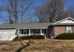 Foreclosed Home en SHERWOOD FOREST DR, Florissant, MO - 63031