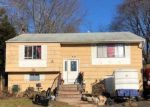 Foreclosed Home en W PULASKI RD, Huntington Station, NY - 11746