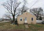 Foreclosed Home en RIVERSIDE DR, Essex, MD - 21221
