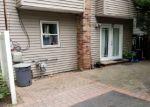 Foreclosed Home en TALMADGE DR, Huntington Station, NY - 11746