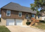 Foreclosed Home en WILSHIRE CIR, Grandview, MO - 64030