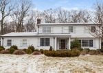 Foreclosed Home en THE CIR, Easton, CT - 06612