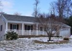 Foreclosed Home en COUNTRY CLUB RD, Torrington, CT - 06790