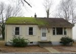 Foreclosed Home en S WHITEHILL DR, Petersburg, VA - 23803