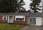 Foreclosed Home en VIRGINIA HEIGHTS DR, Bluefield, VA - 24605