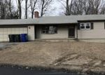 Foreclosed Home en WOODLAWN DR, Torrington, CT - 06790