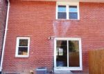 Foreclosed Home en LAKESIDE DR, Bristol, CT - 06010