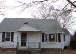 Foreclosed Home en CLEMATIS AVE, Waterbury, CT - 06708
